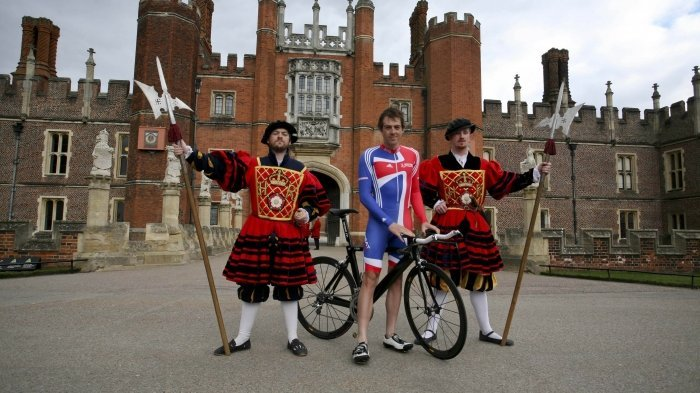 Road Cycling at Hampton Court Palace