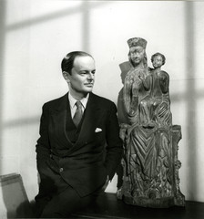 Kenneth Clark at the National Gallery - (c) Tate archive Photo: William MacQuitty