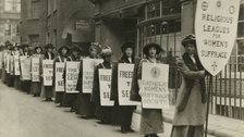 PROCESSIONS - Procession of the religious leagues for women's suffrage, c.1914